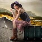 девушка с чемоданом фото