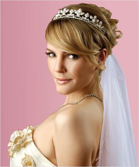 Фото свадебных причесок с диадемой и фатой на короткие волосы