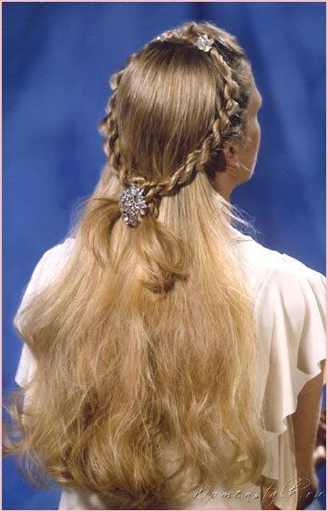 прически на длинные волосы в стиле средневековья